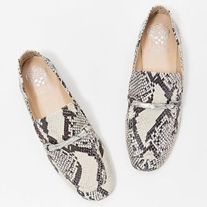 Vince Camuto Upper Leather snake size 6